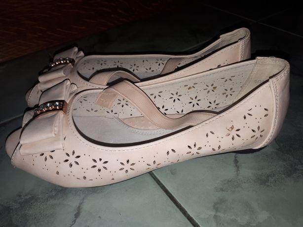 Нарядные кожаные летние туфельки 35 р. в идеальном состоянии