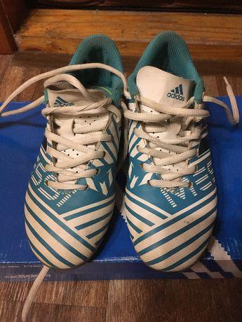 Кроссовки adidas 33 футбольные фирменные