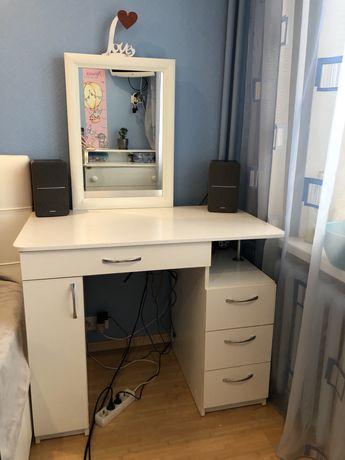 Туалетный стол, стол с зеркалом комод в спальню