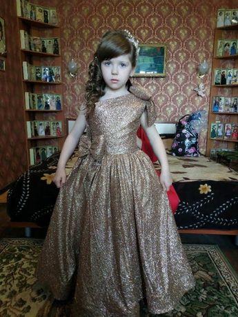 Пышное нарядное платье для девочки 6-7лет