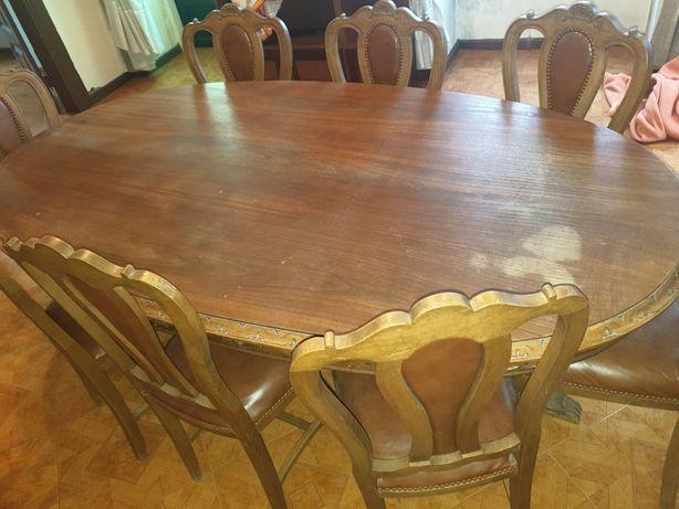 Mesa oval com 8 cadeiras madeira