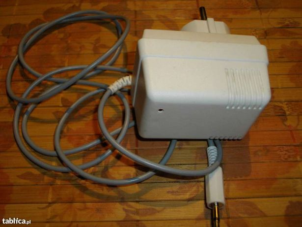 Zasilacz sieciowy 7V/200mA