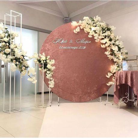 Фотозона на весілля оформлення весілля президіум стіл наречених
