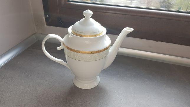 Porcelanowy dzbanek na herbatę.