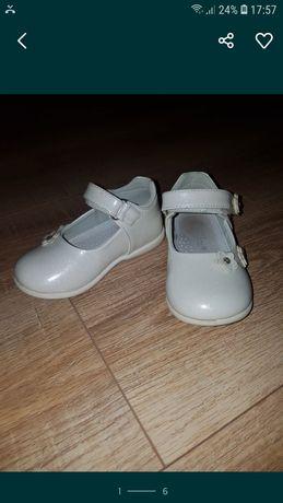 Туфельки нарядные для девочки