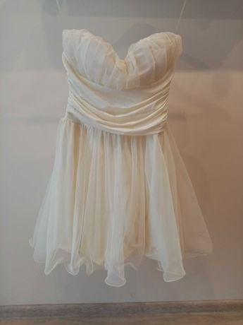 Piękna sukienka w kolorze ecru. Rozmiar M.