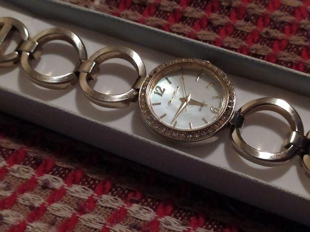 Продам женские часы на руку