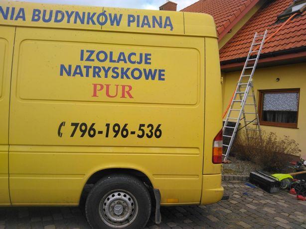 Ocieplenie poddasza pianką PUR Warszawa mazowieckie izolacje natryskow