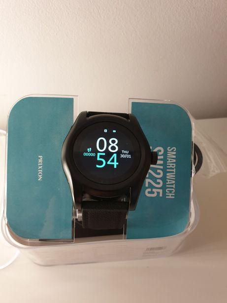 Smartwatch z gniazdem SIM, Bluetooth 4.0 i ekranem HD LCD - SW225