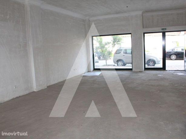 Lojas para venda em Coimbra com garagens fechadas