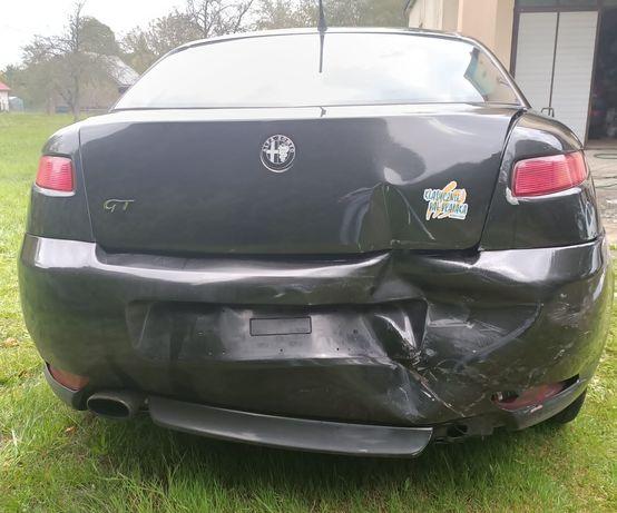 Alfa Romeo GT uszkodzony tył
