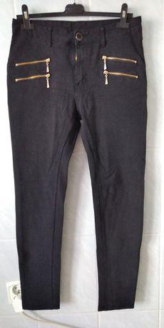 Spodnie czarne z ozdobnymi zamkami