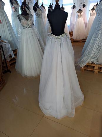 Tren do sukni ślubnej biały z kryształkami.