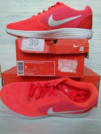 Nike женские продам