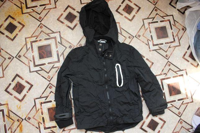 Куртка ветровка черная на 6-7 лет