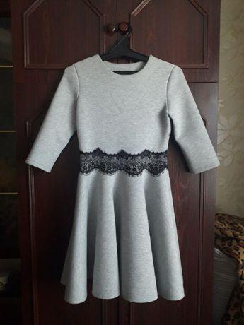 Теплое, очень красивое платье с кружевом
