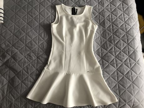 Biała sukienka Cropp