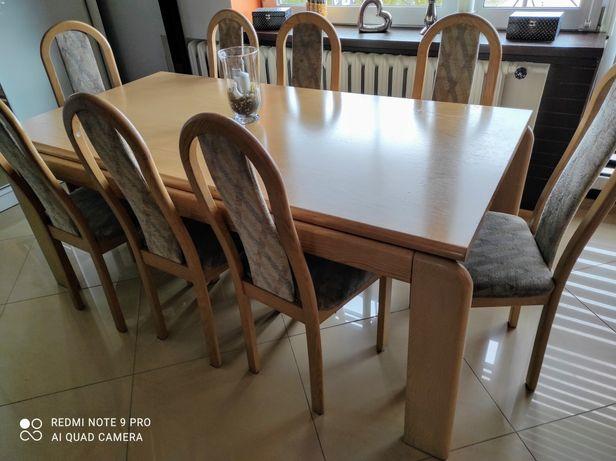 Stół do salonu z krzesłami