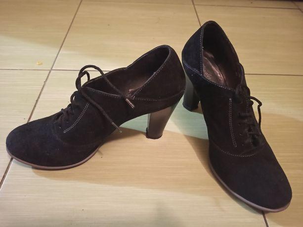Осінні жіночі ботинки
