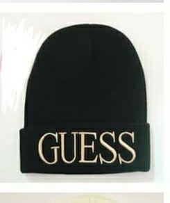 Piękna zimowa czapka Guess