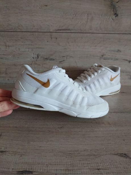 Белые кроссовки Найк Nike Air Max Invigor 33 р 21,5 см