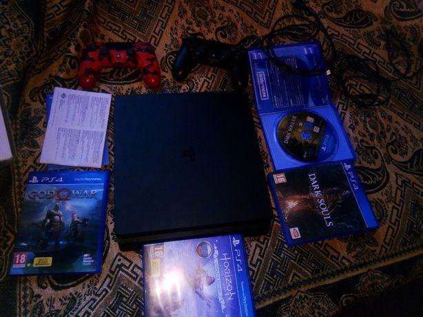 Sony PlayStation, PS4 1ТБ, + 4 диска , + дополнительный контроллер