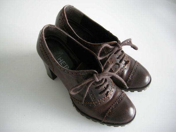 Sapatos salto alto tipo colegial brogue castanhos Hera  tamanho 34