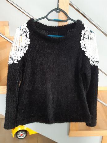Sweterek z biala gipiura M/L