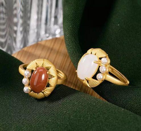 Zdobiony pierścionek z masą perłową
