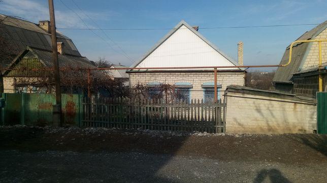 Продам дом или сдам под прживание в Марьинке недалеко от центра.