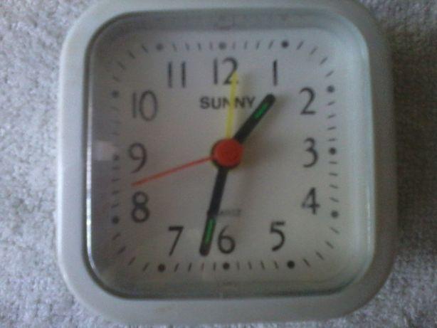 часы-будильник новые на батарейке.