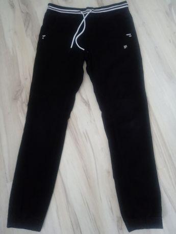 Spodnie joggery Cropp