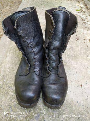 Берцы кожаные с металическим носком