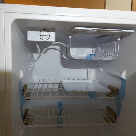 Frigorifico 63 cm com pequeno congelador 12/24v com consumos < 30w