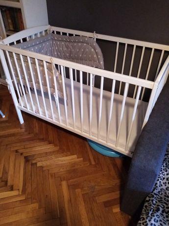 Łóżeczko dla dziecka i materac