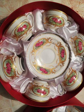 Zestaw kawowy z porcelany w kwiatki