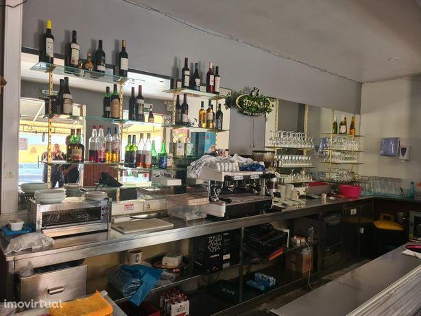 Restaurante com Café-Snack Bar e Esplanada
