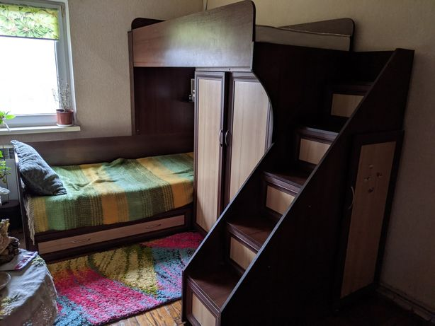 Двухярусне ліжко