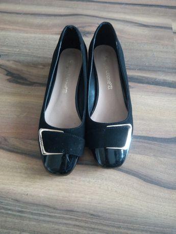 Zamszowe buty z lakierowanym czubkiem rozm. 37