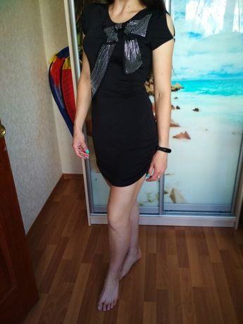 Платье с бантом в стразах