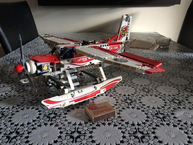 конструктор LEGO Technic Пожарный Самолет (42040). оригинал.
