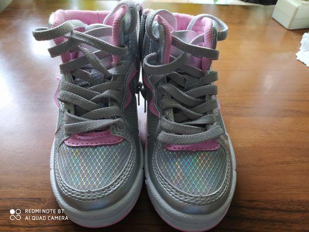 Кросівки для дівчат. Італія.