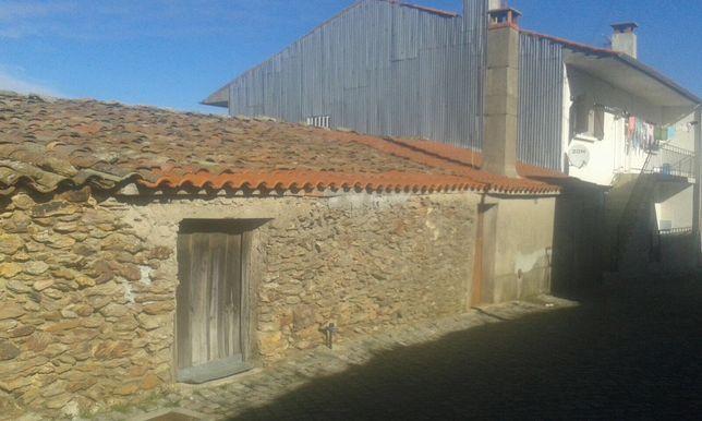 Casa na zona histórica da vila de Mogadouro para reconstrução