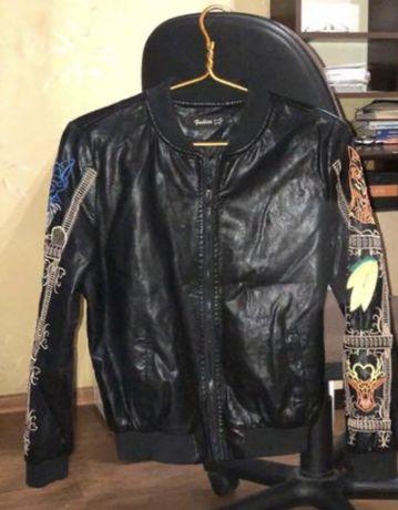 Куртка-бомбер из экокожи
