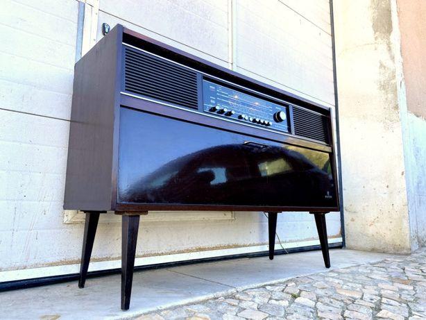 Aparador rádio gira discos Grundig a funcionar 118comp x 36prof x 79al