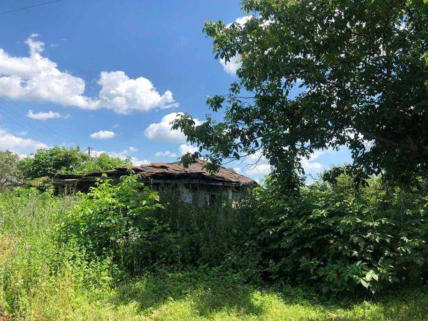 Продається земельна ділянка з будинком під знос