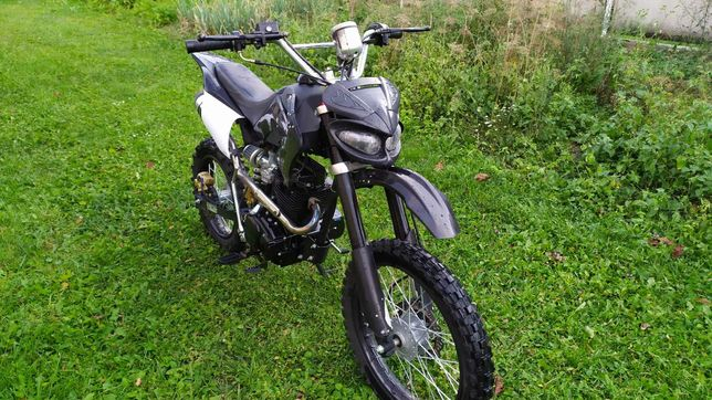 Продам мотоцикл кросовий у ідеальному стані.