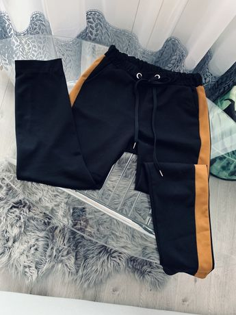 Spodnie czarne z lampasami M/L