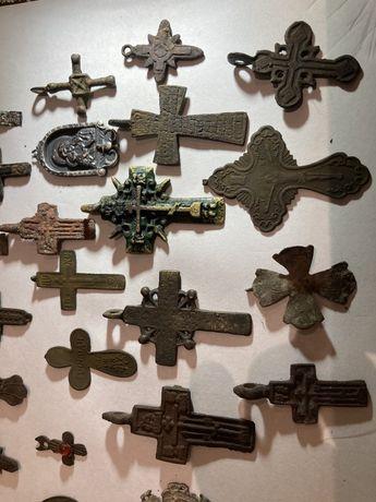 Колкция крестов и ладанок