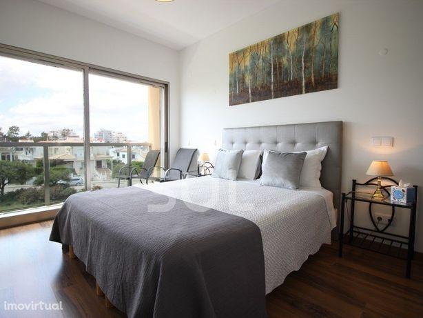 Apartamento semi-novo com 3 Suites e garagem em Box, entr...
